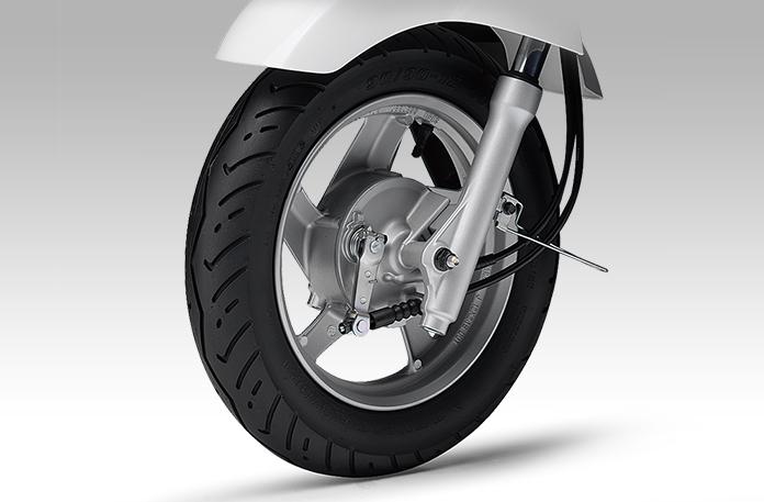 大型ドラムブレーキ&軽量アルミホイール