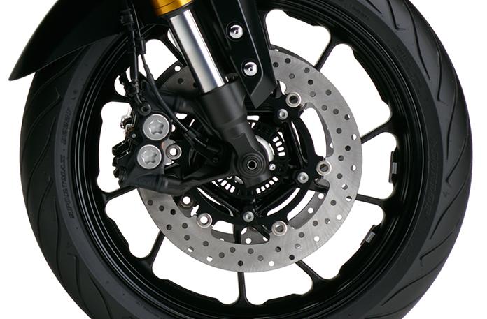 徑向安裝卡鉗採用前制動和專門開發的輪胎