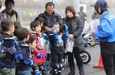 熱気むんむん!モータースポーツファン大集結! 親子バイク教室@TGRF