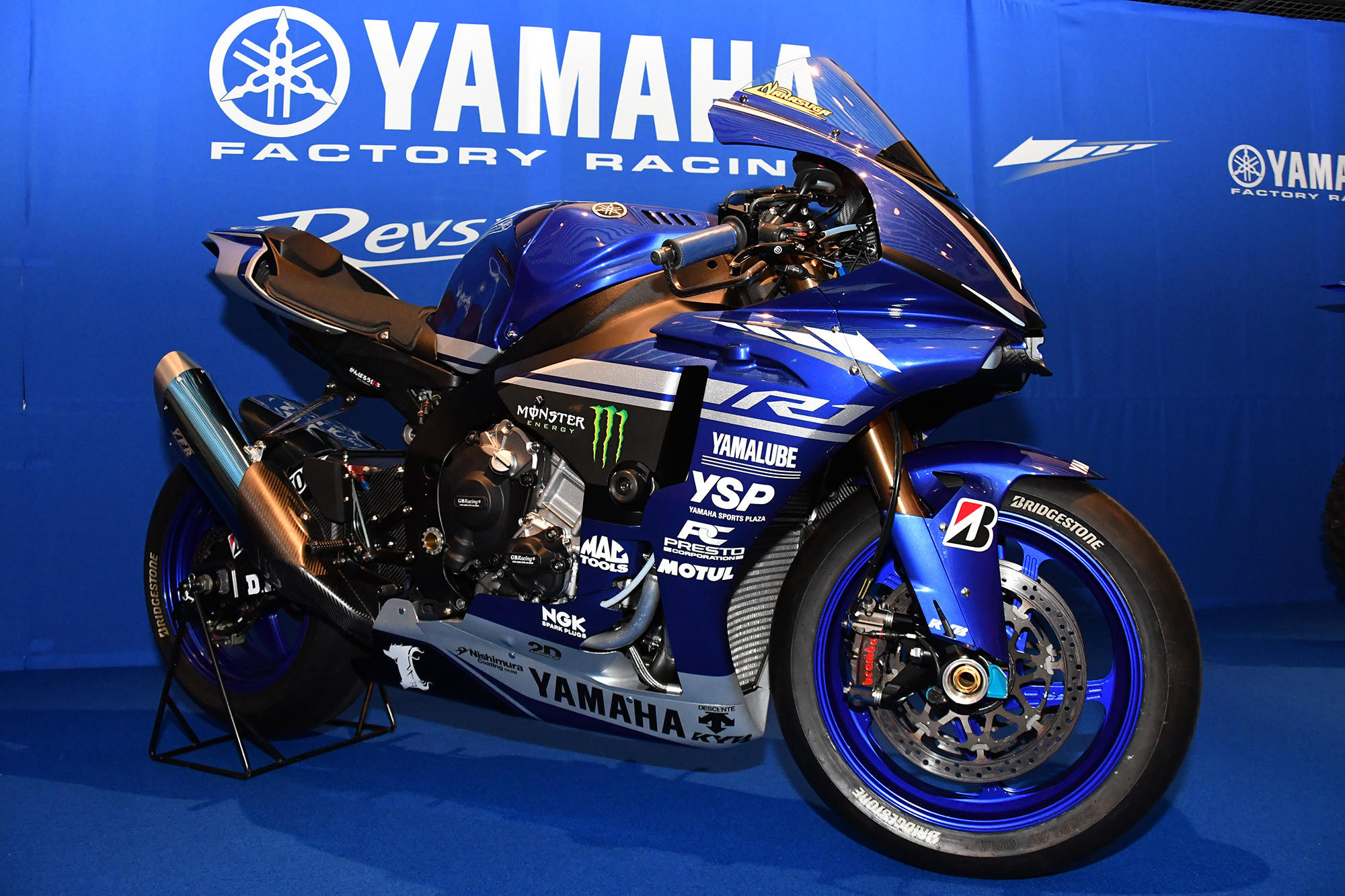 ロードレースJSB1000クラスに参戦、YAMAHA FACTORY RACING TEAMの「YZF-R1」