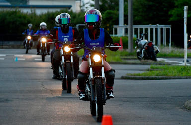 「夜」のオトナのバイクレッスンはいかが?視認性チェックで我が身を守ろう!~大人のバイクレッスン@新東京~