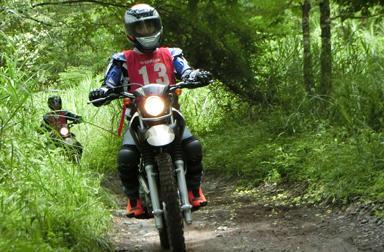 ワイルドにけもの道を走り抜ける。オフロード初心者の方、ヤマハ大人のバイクレッスンのオフロードレッスン&トレッキングにカモンッ!!