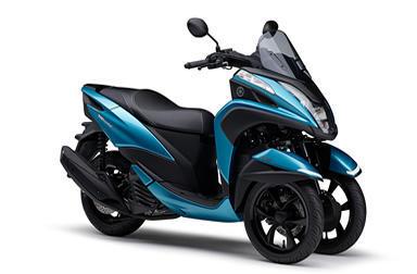 皆さん、2018年モデルの「トリシティ125」は 新型BLUE COREエンジン&新型フレーム、採用ですよ!