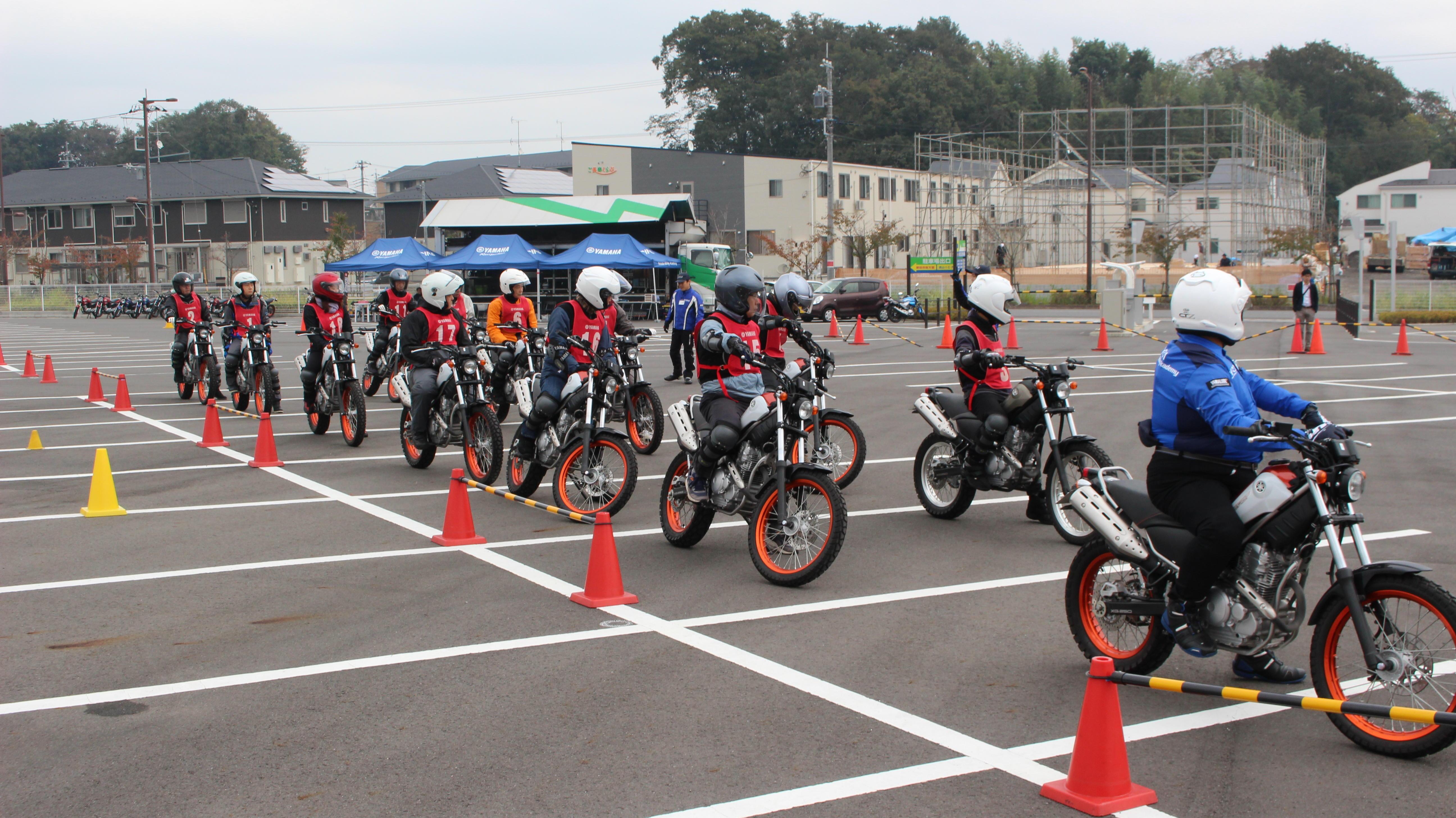 公道ツーリングの際には事前に会場内で隊列走行を実践!