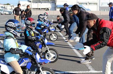 メリークリスマス!サンタさんもこっそりのぞいちゃう!?~ヤマハ親子バイク教室のサーキット&トライコース!~