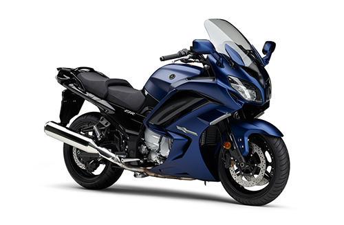 新色はマットダークパープリッシュブルーメタリック1(マットブルー)。
