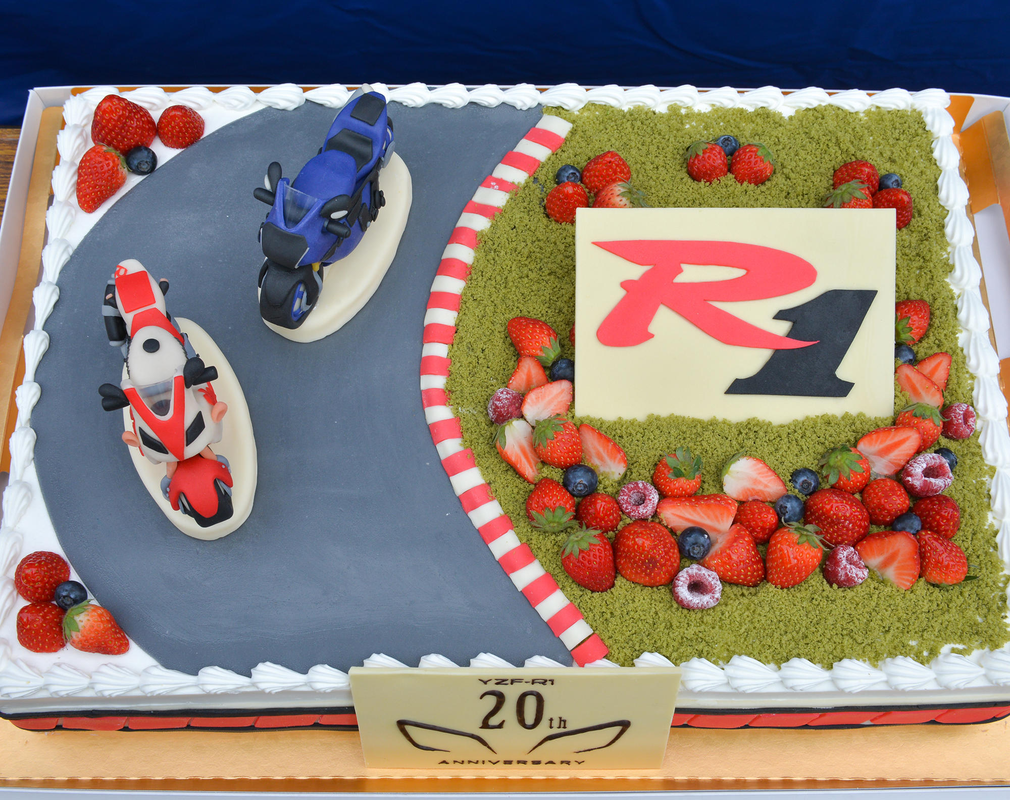 800人のファンのみなさんとYZF-R1誕生20周年を祝福。おいし〜くて楽しい♫ YZF-Rオーナーズミーティング開催レポ(その4:コースイベント)