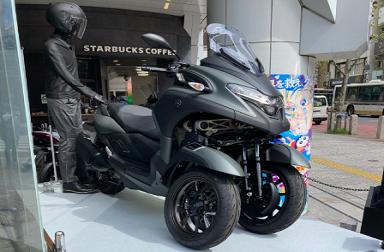 渋谷の街に「TRICITY300」がやってきた~!!