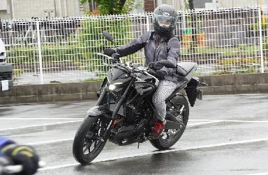 「乗らずに学べるバイクレッスン」エンジンオイル交換にチャレンジ!